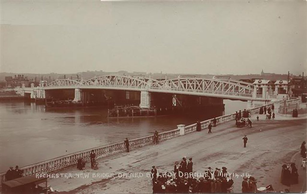 Old-Bridge-from-castle-gate-c1914