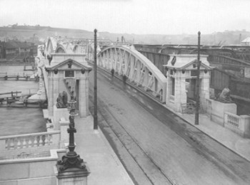 Reconstructed Rochester Approach showing Tramway Tracks Across the Bridge